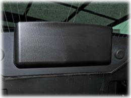 外れたリアハッチに取り付けられているハイマウントストップランプ