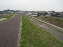今回舗装されることになった貴志川神戸側堤防