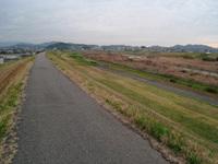 貴志川の散歩道が舗装されることに