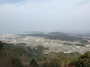 雨の森公園から見た海南市