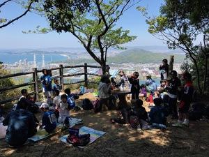 20170423_01藤白山山頂での昼食