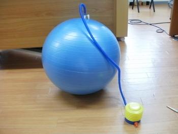 バランス ボール の 空気 の 入れ 方