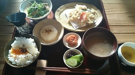 お昼ごはんです。