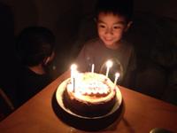 ベイクドチーズケーキの誕生日ケーキ