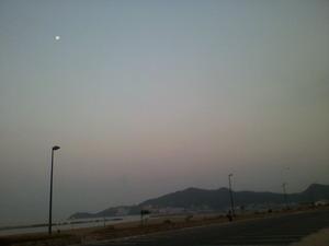 片男波 朝の月