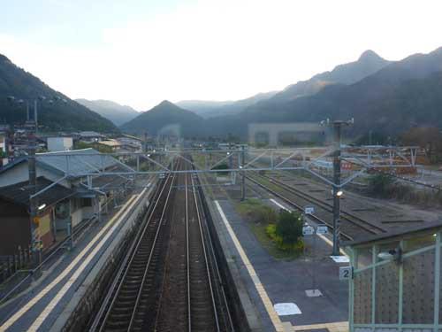 中央線野尻駅