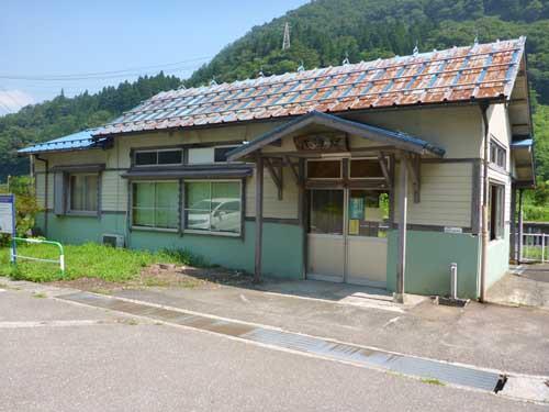 大糸線小滝駅