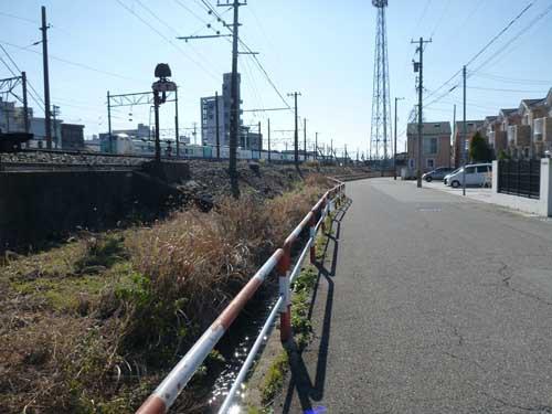 北陸線魚津駅