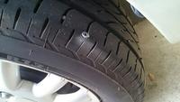 ネジ釘が     タイヤに