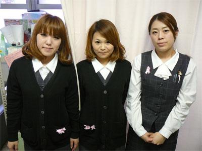 ピンクリボン着用者@はまゆう病院 受付