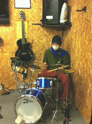 スタジオにドラムが
