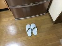 冷蔵庫の前。