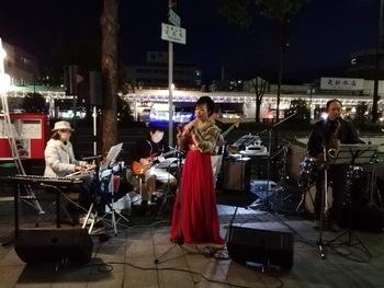 ナイトマーケットでジャズを。