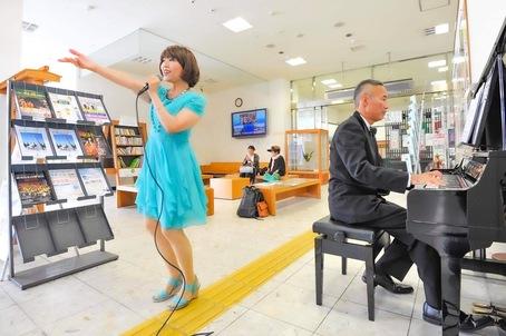 駅ピアノでゲリラの、、、