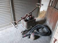 うるし屋さんの古~い消火ポンプ