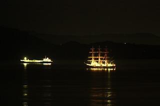 夜の海王丸!と、スハネフ雑賀崎駅
