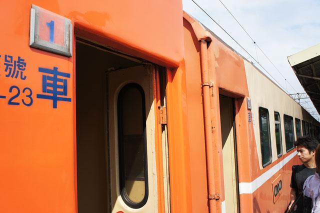【台湾・桃園】キョ光号、桃園駅を出発する。振動なく感動の発車