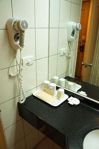 【台湾・台南】剣橋大飯店のアメニティ・黒松純水毎日1本支給