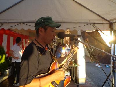 海南市の老人ホームさんで歌いました!