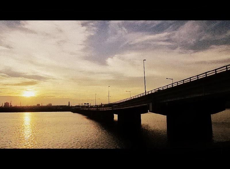 紀ノ川大橋の夕暮れ